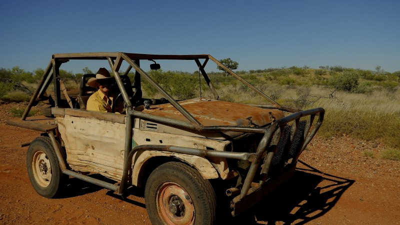 Caitlin dans sa Jeep